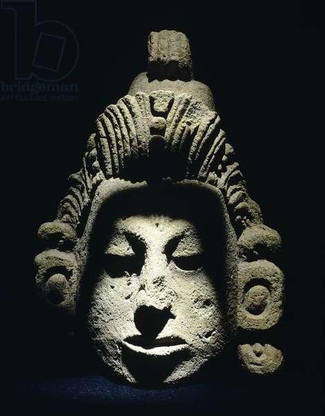 Human head in volcanic tuff, height 38cm, width 24cm. Artifact originating from Las Sepolturas, Copan Ruinas (Honduras). Detail of the decorations. Mayan Civilization, recent Classical period 700-900.