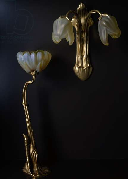 Lamp and wall light in gilded bronze and glass in shape of lilies, ca 1902, by Louis Majorelle, Daum Freres glassworks, 20th century, Nancy, France