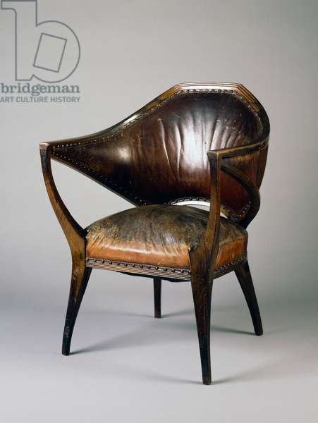 Armchair, 1905, by Henry Van Der Velde (1863-1957), in walnut and leather, Art nouveau style. Belgium, 20th century.