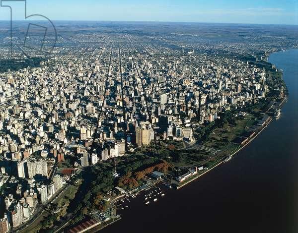 Argentina, Santa Fe Province, Aerial view of Rosario with Parana River (photo)