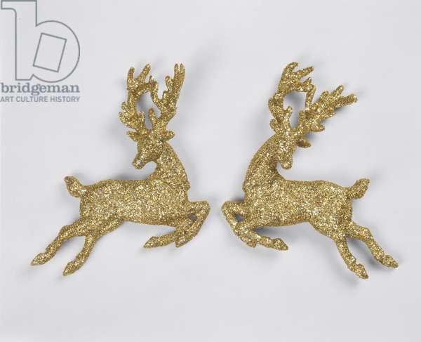 Golden reindeers (photo)