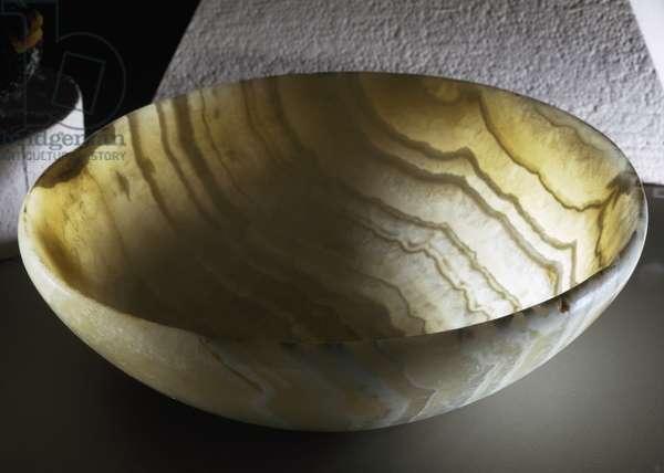 Bowl, calcite, diameter 23.3 cm, Egyptian civilization, Archaic Period, I Dynasty