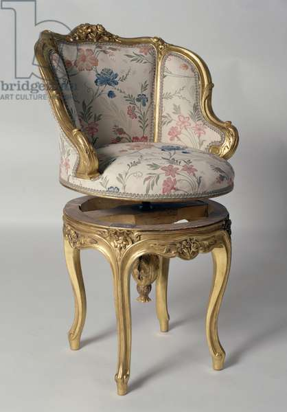 Louis XV-style gilt wood armchair with raised seat from Second Empire period (Napoleon III), second half 1800, France, 19th century