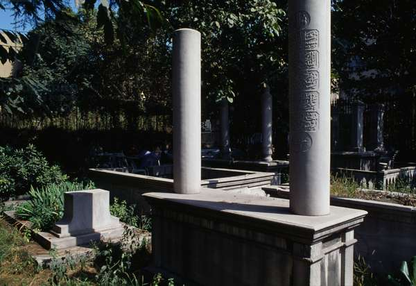 Tombs outside the turbe (mausoleum) of Suleiman the Magnificent, Istanbul, Turkey