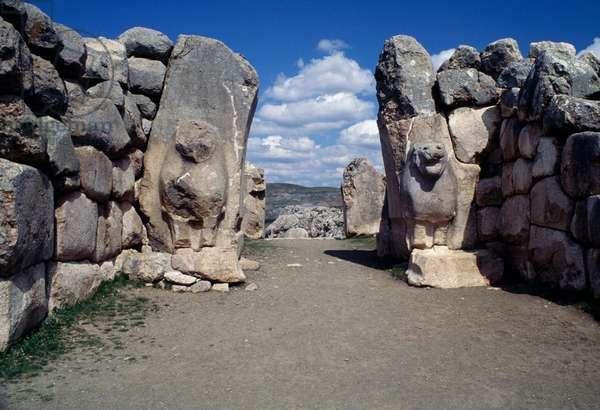 Lions' Gate set in walls of Hattusa (Bogazkoy), capital of Hittite empire (Unesco World Heritage List, 1986), Bogazkale, Turkey, Hittite civilization, 14th-13th Century BC