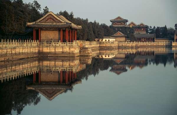 Pavilions near Kunming lake, Summer palace (Unesco World Heritage List, 1998), Beijing, China, 18th-19th century (photo)