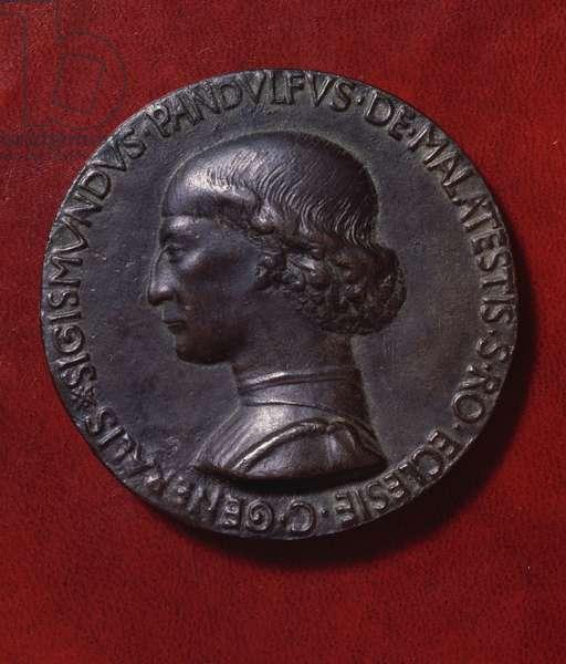 Bronze medal of Sigismondo Pandolfo Malatesta (1417-1468) and the Fortress, designed by Matteo de 'Pasti (ca 1420-after 1467) in 1447, obverse depicting Sigismondo Pandolfo Malatesta, diameter 8,2 cm, 15th century