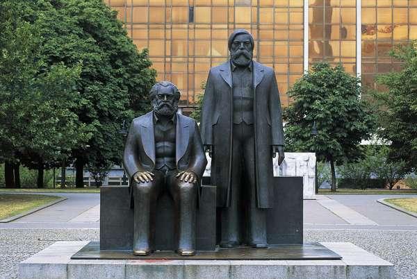 Monument to Karl Marx and Friedrich Engels, by Ludwig Engelhardt (1924-2001), Marx Engels Forum, Berlin, Germany