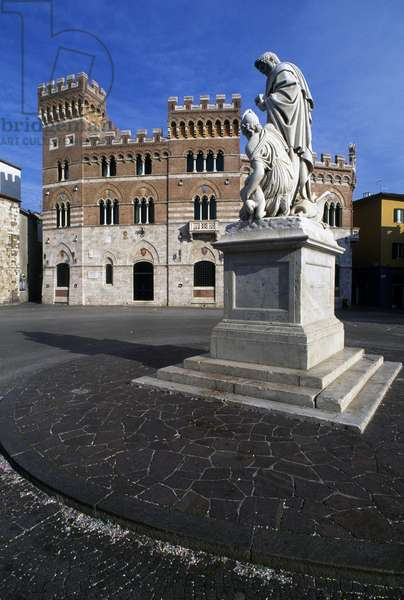 Monument to Leopold II (1845), by Luigi Magi of Asciano, and Aldobrandeschi Palace, or Province, Piazza Dante, Grosseto, Tuscany, Italy