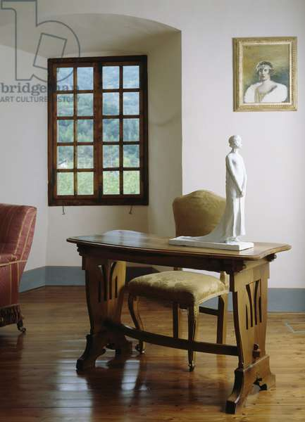 Biedermeier style writing desk with lyre-shaped sides with plaster sculpture depicting Maria Jose' of Belgium, Queen of Italy (1906-2001), by Michelangelo Monti (1875-1946)