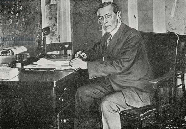 The new president Thomas Woodrow Wilson (1856-1924) at his desk, United States of America, from L'Illustrazione Italiana, Year XXXIX, No 45, November 10, 1912