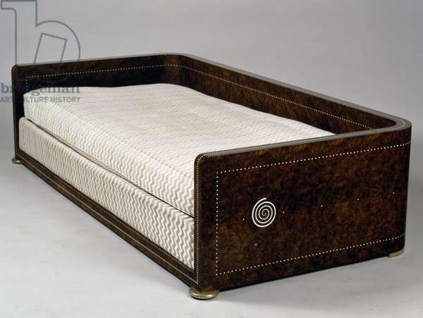 Art Deco style Spirales divan, 1920-1922, stamped by Jacques-Emile Ruhlmann (1879-1933), American walnut, France, 20th century