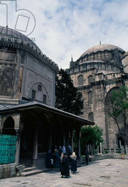 The turbe (mausoleum) of Suleiman the Magnificent, 1566, in the Suleymaniye mosque complex, built by architect Mimar Sinan, Istanbul, Turkey, 16th century