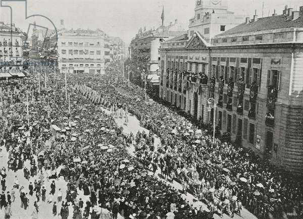 Royal Procession at Puerta del Sol during festivities for coronation of Alfonso XIII (1886-1941), Madrid, Spain, photo by Chusseau-Flaviens, from L'illustrazione Italiana, Year XXIX, No 22, June 1, 1902