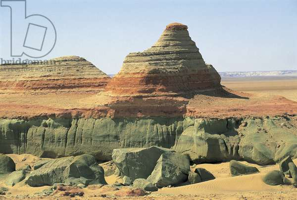 Egypt; Sahara Desert; Libyan desert; Qattara Depression; rock formations (photo)