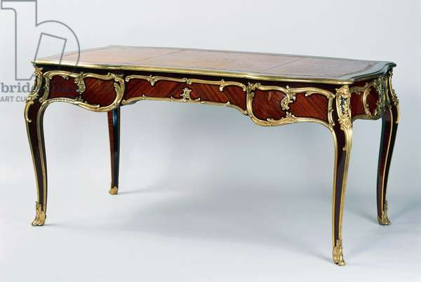 Louis XV style Second Empire (Napoleon III) writing desk with amaranth and mahogany veneer finish, Stamped by L Cueunieres, 19th century, France