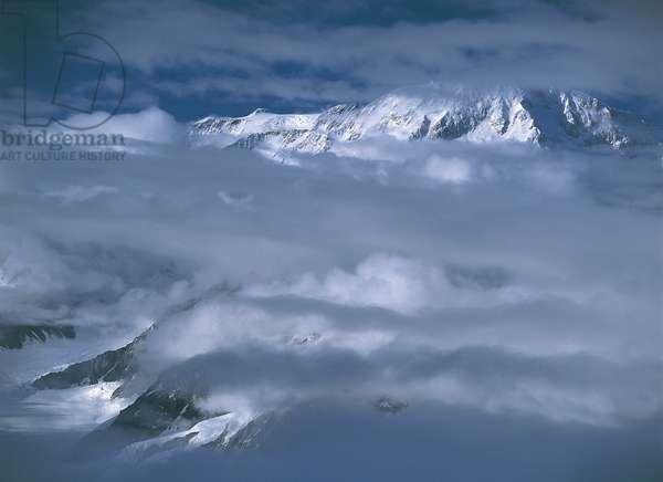 USA; Alaska; Denali National Park; clouds over Mount McKinley (photo)