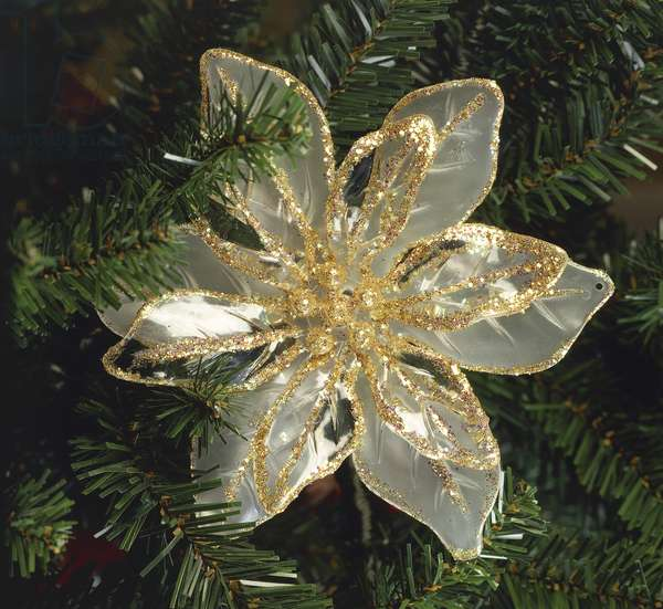 Christmas tree decoration in the shape of a Poinsettia flower (photo)