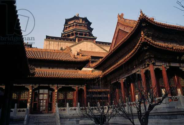 Cloud-dispelling hall with Tower of Fragrance of Buddha or Tower of Buddhist Incense (Foxiang Ge) in background, Summer palace (Unesco World Heritage List, 1998), Beijing, China, 18th-19th century (photo)