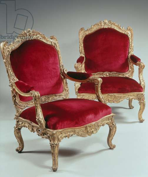 Pair of Louis XV style armchairs made for Louise Elisabeth of France (1727-1759), Duchess of Parma, also known as Madame Infante, with carved wooden frame and ornaments attributed to Nicolas-Quinbert Foliot (1706-1776), 120x80x81cm, France, 18th century