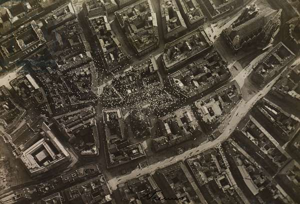 Flight to Vienna planned by Gabriele d'Annunzio, leaflets dropped near Saint Stephen's Cathedral, August 9, 1918, World War I, Austria, 20th century