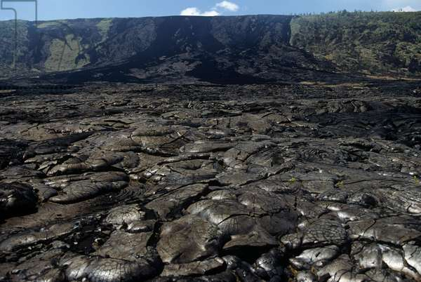 USA; Hawaii; Hawaii Volcanoes National Park; Lava flow (photo)