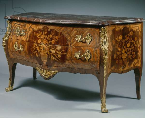 Louis XV style commode, France, 18th century