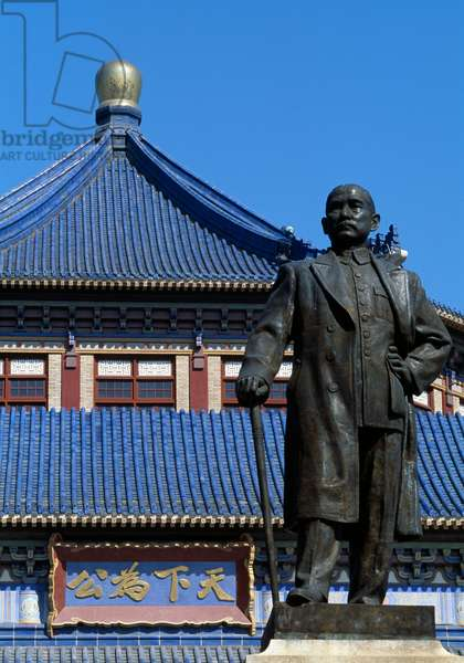 Statue of Sun Yat Sen (1866-1925), Sun Yat Sen Memorial, Canton (Guangzhou), China, Guangdong, 20th century