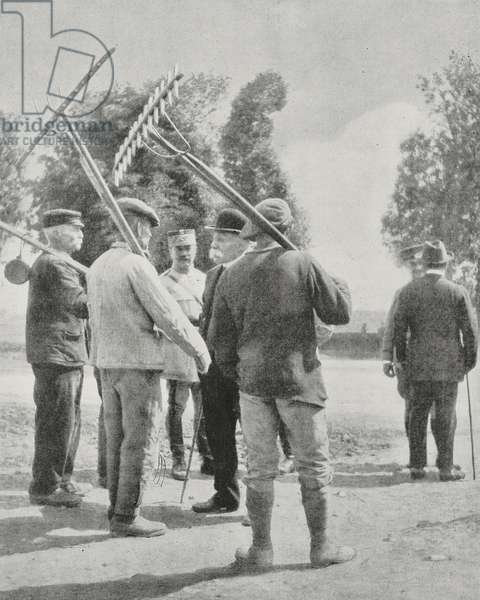 Farmers from village where American troops are quartered speaking with Georges Clemenceau (1841-1929), French Prime Minister, First World War, photograph from magazine L'Illustration, year 76, no 3930, June 29, 1918