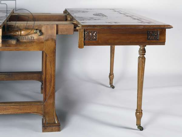 Art Nouveau style extendable table with engraved top, walnut, Italy, 20th century