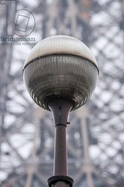Lamppost, with the Eiffel Tower in the background, Paris, France (photo)