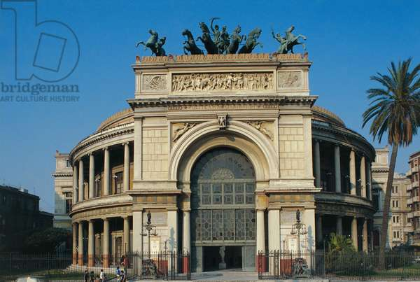 View of the Teatro Politeama, Palermo, Sicily (photo)