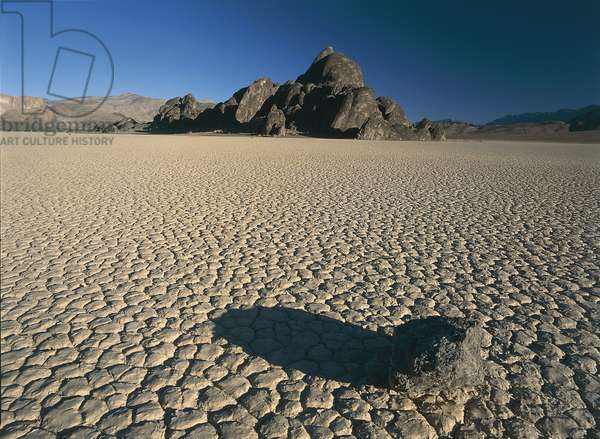 USA; California; Death Valley; Death Valley National Park; Racetrack Playa; octagonal and pentagonal shaped mud tiles (photo)