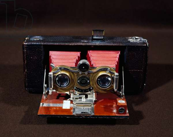 Hawkeye Eastman Kodak stereo camera with film, ca 1895, 5-7 zoom, USA, 19th century