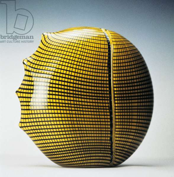 Black mesh vase, 1987, by Lino Tagliapietra (1934-), produced by Effetre Glassworks. Italy, 20th century.