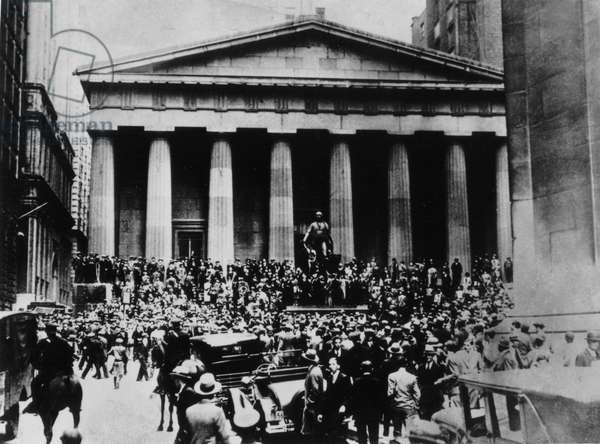 Crowds in front of the Stock Exchange in the days of the Wall Street crash, October 1929, New York, United States of America, 20th century