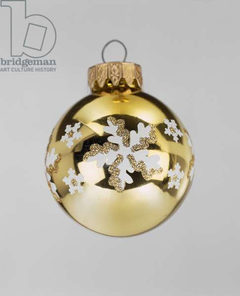Gold bauble (photo)