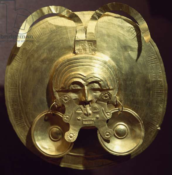 Gold breastplate with a central mask with gold nose rings (narigueras) originating from Restrepo (Valle del Cauca, Colombia). Pre-Colombian Calima Civilization.