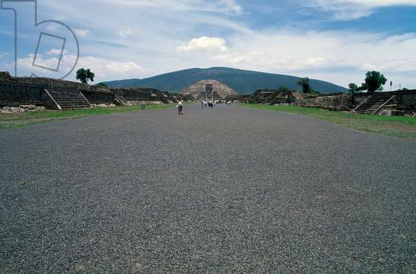 The Avenue of the Dead, with the Pyramid of the Moon in the background, Teotihuacan (Unesco World Heritage List, 1987), Anahuac, Mexico, Teotihuacan civilization, Miccaotli period, 150-250