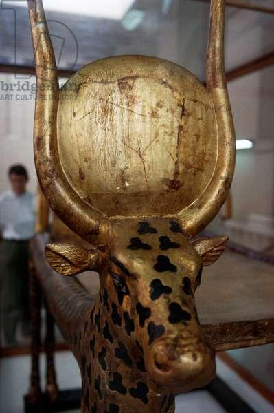 Funerary headpiece in form of cow (goddess Hathor), Treasury of Tutankhamun, Egypt, Egyptian civilization, New Kingdom, Dynasty XVIII