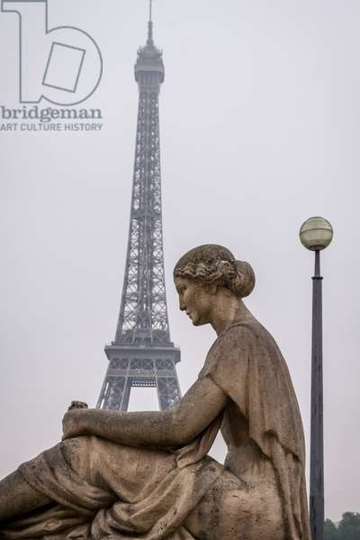 Statue in the Trocadero area near Palais de Chaillot, with the Eiffel Tower in the background, Paris, France (photo)
