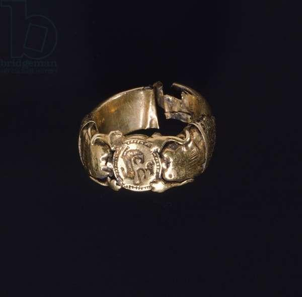 Silver gilt ring. Etruscan civilization, 6th Century BC.