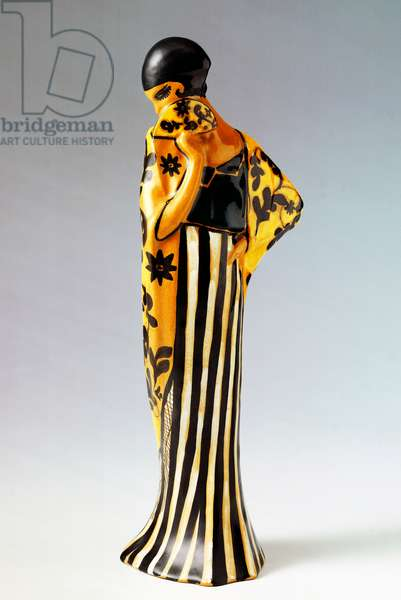 Statuette of a female figure with a fan, 1923, by Davide Fabbri (1891-1960), height 29 cm, made by La Salamandra, Perugia, Italy, 20th century