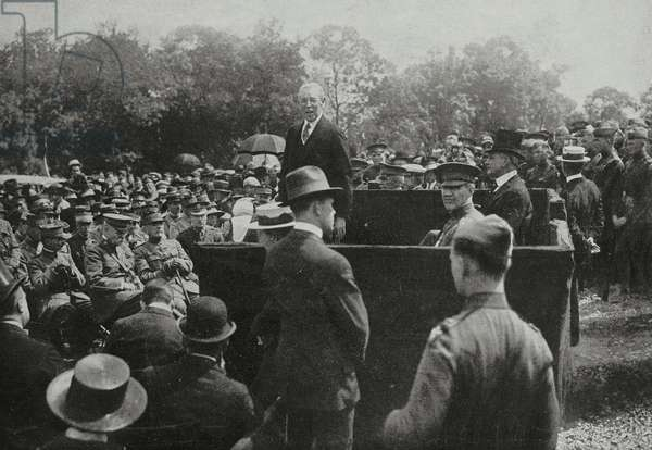 Thomas Woodrow Wilson President of USA celebrating American soldiers who died in France during World War I, at military cemetery of Mont-Valerien, on left General Weygand, General Bliss and Marshal Foch, France