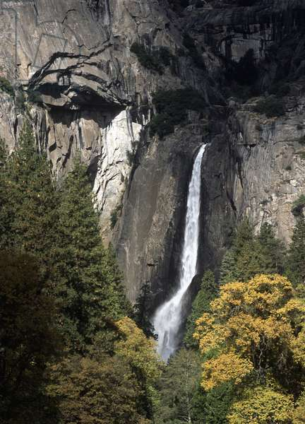 USA, California, Yosemite National Park, waterfall in Yosemite Valley