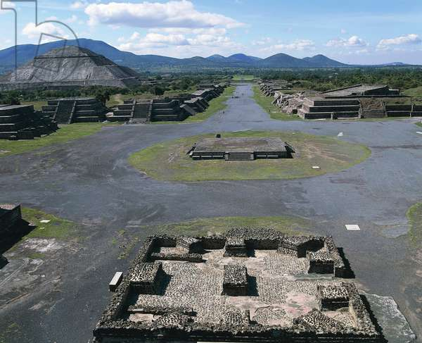 Mexico, Surroundings of Mexico City, Teotihuacan, Avenue of the Dead with Pyramid of the Sun