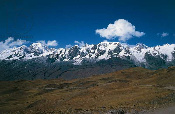 Snowy peaks, Cordillera Real, Andes, Bolivia (photo)