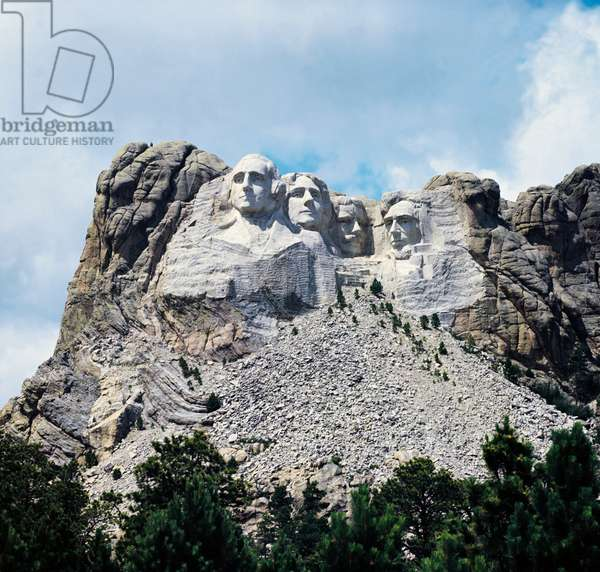 Mount Rushmore National Memorial with the sculptures of George Washington, Thomas Jefferson, Theodore Roosevelt and Abraham Lincoln (left to right), 1925, by Gutzon Borglum (1867-1941), South Dakota, USA