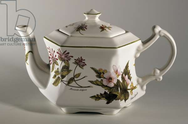 Collectible teapot with floral decoration, ceramic, England, 20th century.