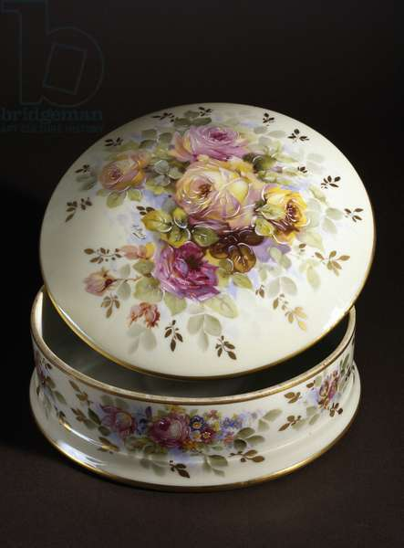 Round box with floral decoration, 1940, porcelain, by Sandoz, Limoges manufacture, France, 20th century.